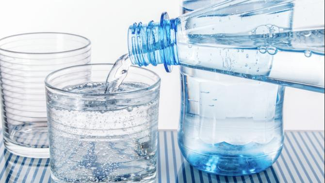 Durch Wasserionisierer aufbereitetes Wasser